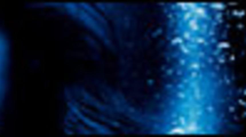 Primeur : l'affiche en français d'Into the Blue