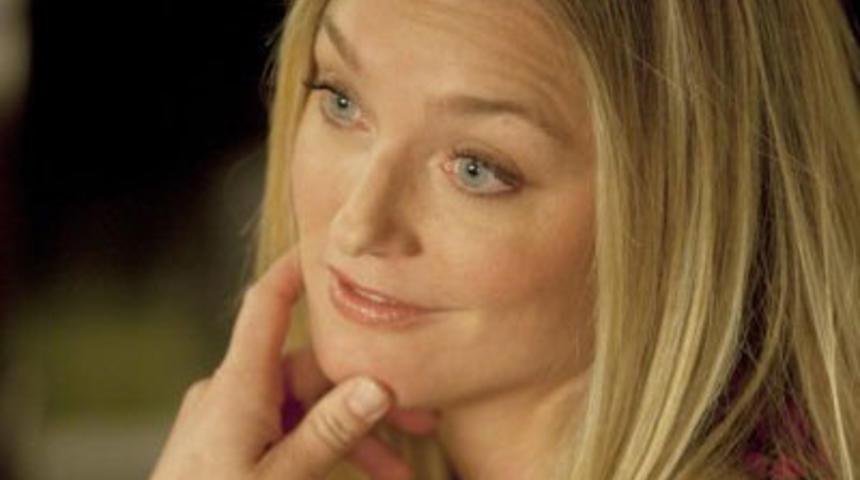 Elisabeth Röhm sera la mère de Taylor Lautner