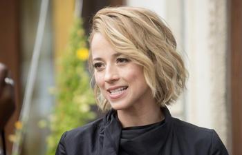 Karine Vanasse remplace Caroline Dhavernas dans De père en flic 2